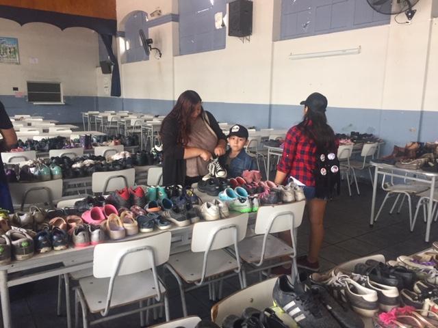 Exitosa campaña de recolección de zapatos